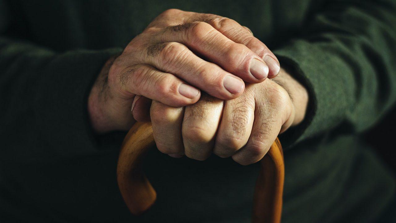 https://partidorepublicanodechile.cl/wp-content/uploads/2021/04/gnarled-arthritic-fingers-of-an-old-man-1280x720.jpg